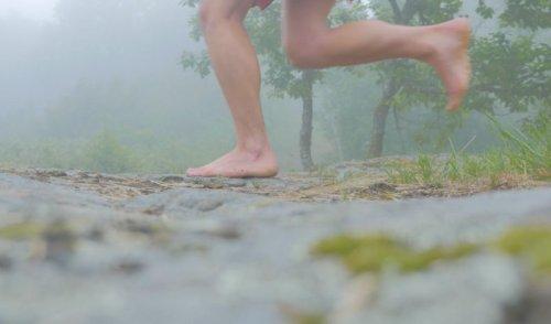 Trailer de « L'Empreinte » : 3 500 km, en 88 jours, pieds nus, le périple de Florian Gomet