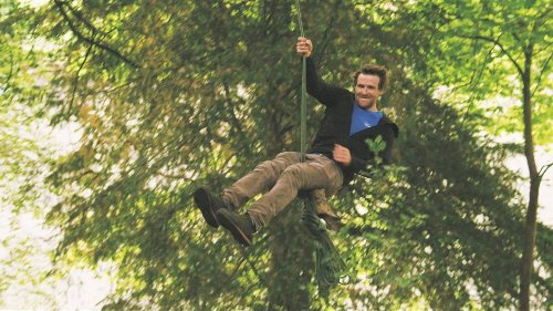 Video: Professional Tree Climber Teaches Us How to Build a Rope Swing