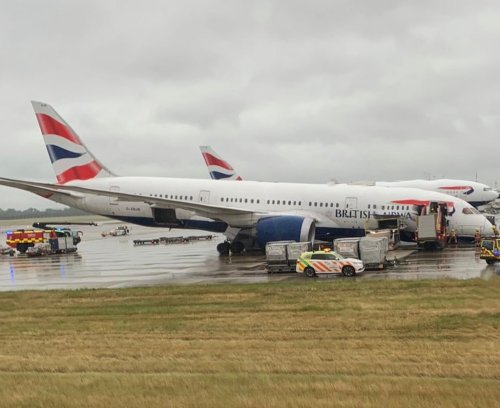 British Airways Boeing 787 Dreamliner Badly Damaged After Nose Gear Collapses at Heathrow Airport