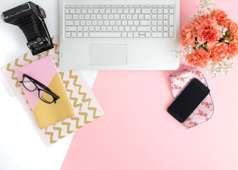 Travel Blogging Tips - cover