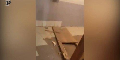 Sparatoria a Kazan; le immagini della scuola devastata | video
