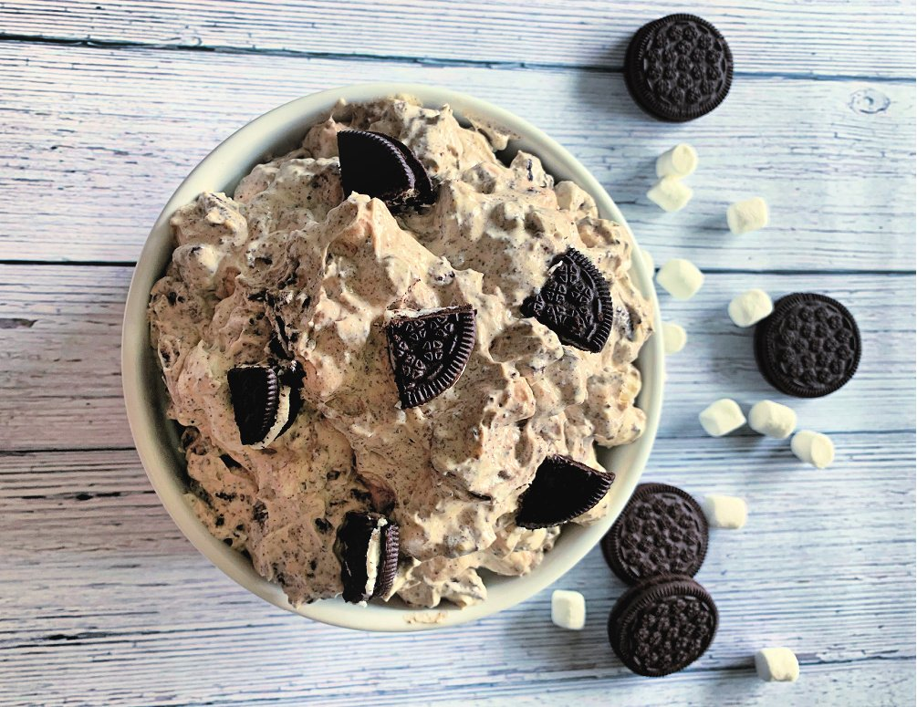 Cookies and Cream Fluff Is a Chocolate Lover's Dream Come True