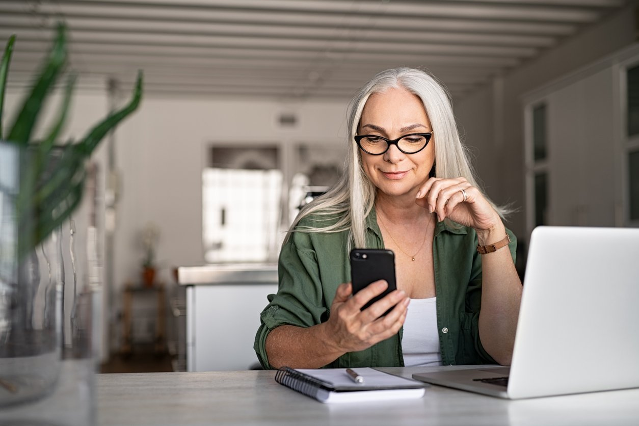 Swipe Your Way to Love! The 17 Best Online Dating Apps for Women Over 40