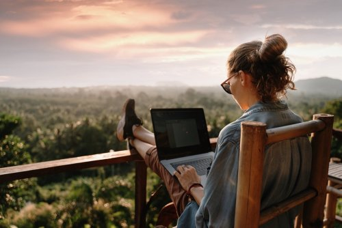 Want a Nomadic Lifestyle? Here Are The 50 Best Travel Jobs You Can Do While Traveling