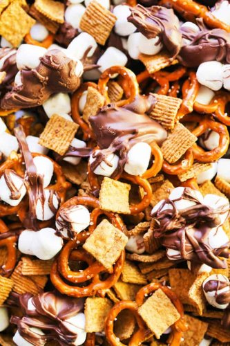 Planning a Family Road Trip This Summer? Don't Forget to Pack These 40 Road Trip Snacks