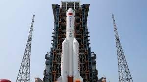 Un razzo cinese sta cadendo sulla terra ma nessuno sa DOVE e QUANDO si schianterà. È vero?