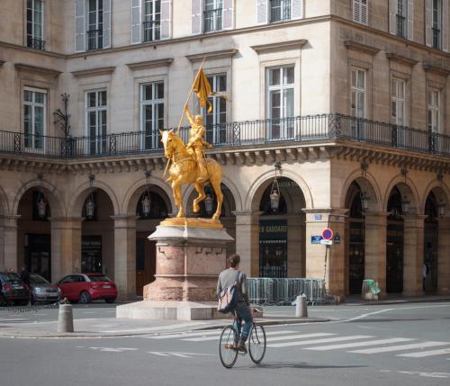 Voiture à Paris : le coeur de la capitale entièrement piéton d'ici 2022 ?