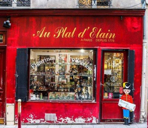 Au Plat d'Étain, l'ancestrale boutique de figurines de collection de la rue Guisarde
