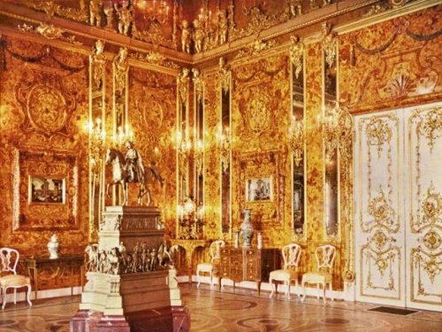 Divers Discover Sunk Warship With Treasures of the Amber Room Looted by Nazis in World War 2 - NewsBreak