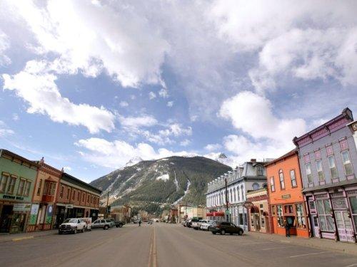 Colorado Mayor Boots Pledge Of Allegiance, Setting Off Kerfuffle