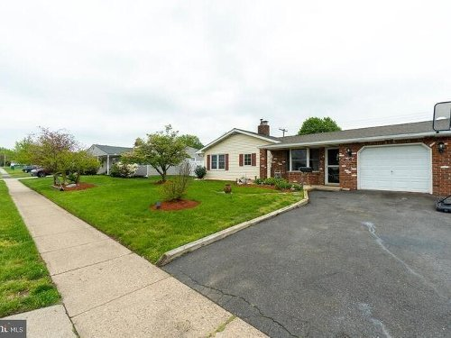 5 New Levittown Area Houses For Sale