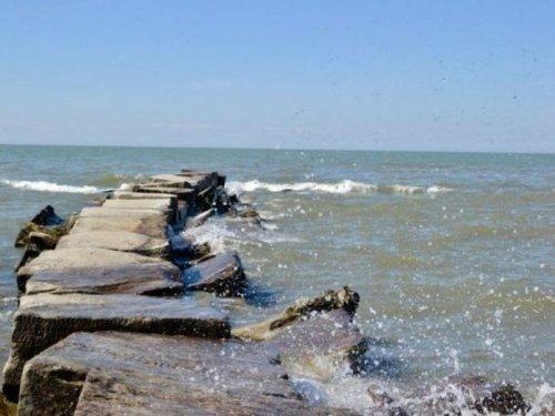 Avoid Swimming In Dangerous Lake Erie Waters