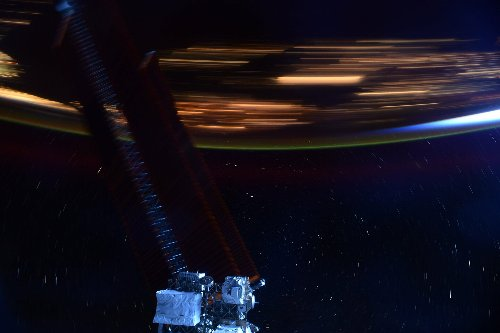 This photo shows how fast the ISS really is - DIY Photography