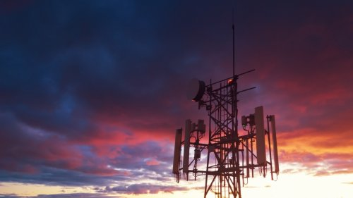 In Canada, One Mobile Phone Carrier Falls, and One Rises, in 5G Spectrum Auction