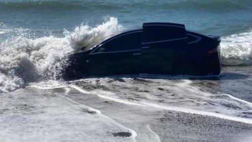 Tesla versenkt: Musk schwört auf Schwimmfähigkeit der Elektro-Autos
