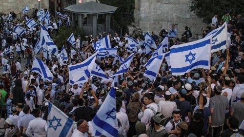 Tausende Nationalisten bei Flaggenmarsch in Jerusalem