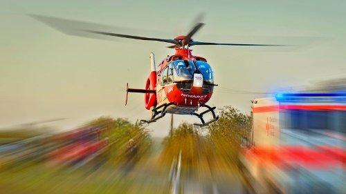A7: Autofahrer rast gegen Mittelleitplanke- zwei Schwerverletzte