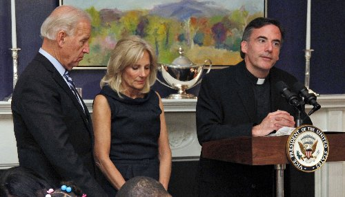 Biden inauguration priest resigns California university post, enters program to address personal issues
