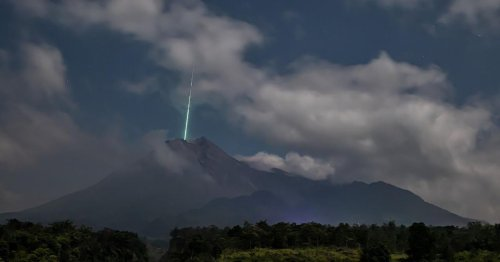 Photographer Captures Shooting Star Falling 'Into' Volcano