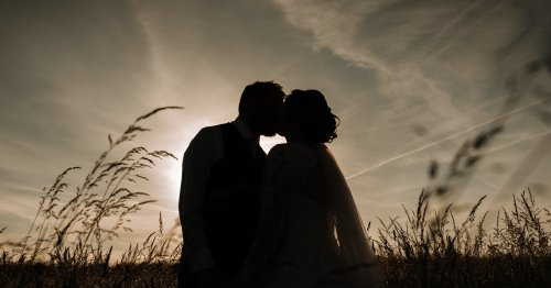 This Free 2.5 Hour Tutorial Covers All Aspects of Wedding Photography