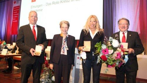 DRK-Präsidentin ehrt Landesarzt und Kreischef Dr. Wolfgang Kramer