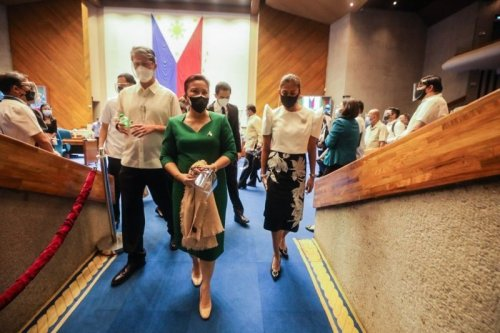 Robredo leaves 2022 fate to unification of opposition forces