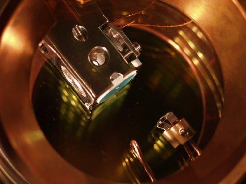 Atom cavity sees the same photon twice – Physics World
