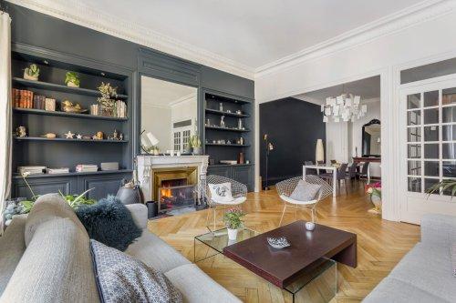 Un appartement haussmannien rénové et sublimé en style contemporain