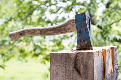 Essex axe-throwing bar gets alcohol licence