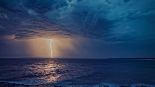 Met Office issues thunderstorm warning for Cornwall with risk of lightning strikes and flooding