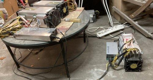 Voici comment Alexandre mine du bitcoin dans le sous-sol de sa maison