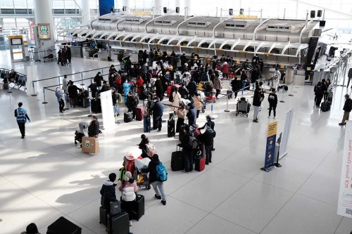 U.S. to lift air travel restrictions for fully vaccinated foreigners