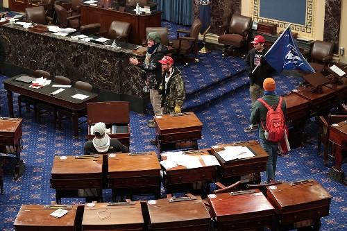Man who allegedly entered Senate chamber with taser, cuffs is ordered released pending trial