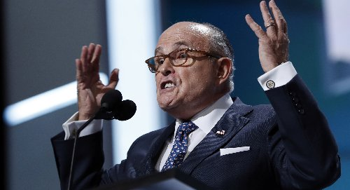 Giuliani: Trump could have handled Khan situation better