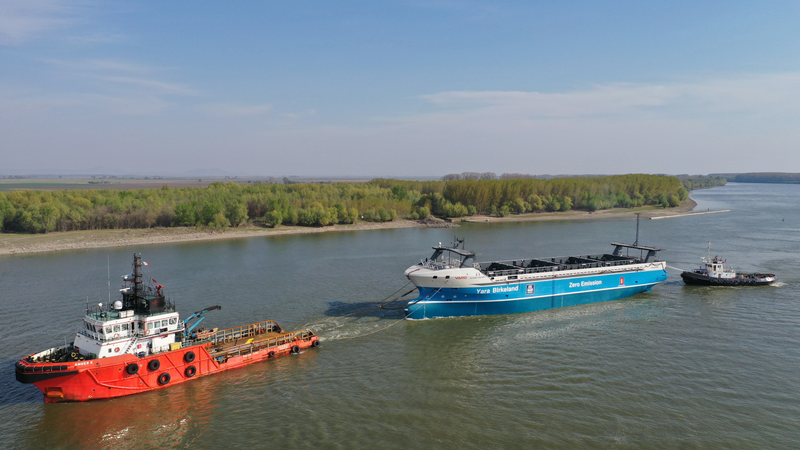 This electric cargo ship sails itself