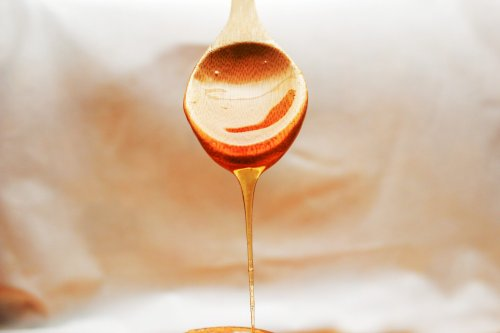 Local honey might help your allergies—but only if you believe it will