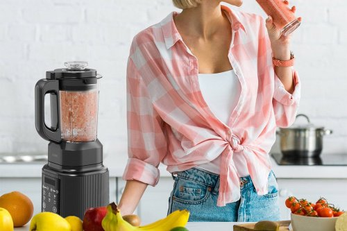 Mix your hot or cold creations in this 7-in-1 professional blender