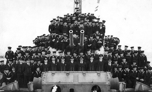 8 great images of Royal Navy crews from the past