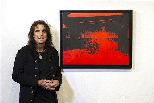 Alice Cooper selling his Andy Warhol print
