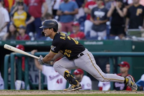 Pirates try to lift spirits with simulated game during batting practice
