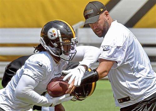Ron Cook: Steelers' offense still runs through Ben Roethlisberger — as it should
