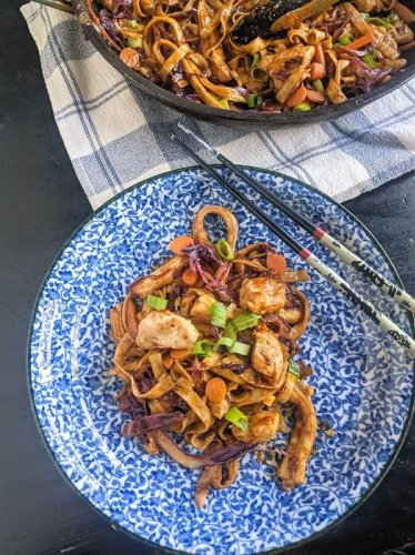 Gretchen's table: Chicken lo mein with spicy peanut sauce