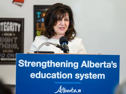 COVID-19: Edmonton students will remain in classroom as Calgary-area schools shift to online learning for grades 7 to 12