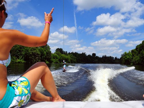 Water fight: Why wakesurf boats are making waves in cottage country