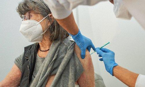 Corona trotz Impfung: Darum sind vor allem Ältere betroffen