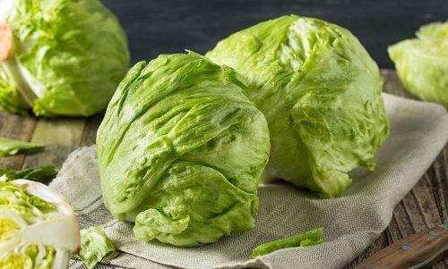 Eisbergsalat: Wie gesund ist der beliebte Salat?