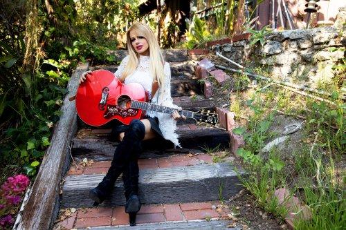 Gibson Releases the Orianthi SJ-200