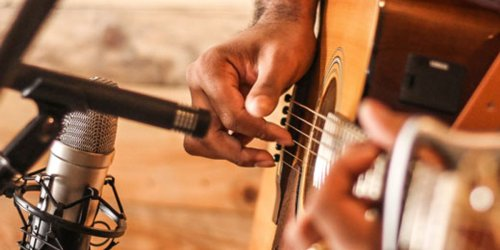 5 Ways to Strum Without A Pick
