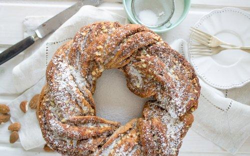 10 Vegan Almond Cakes to Enjoy this Holiday Season