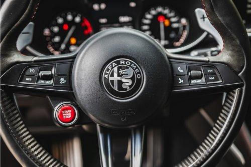 Le patron d'Alfa Romeo tacle Tesla : « je ne vends pas un iPad avec une voiture autour »